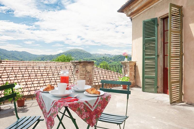 http://www.castellosansebastiano.it/wp-content/uploads/terrazzo.jpg